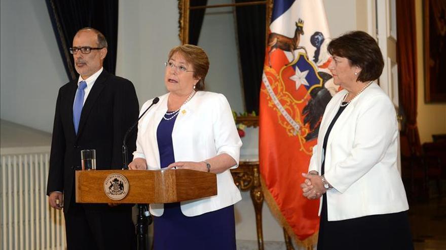 Bachelet reitera que la educación será gratuita en Chile pese al fallo adverso