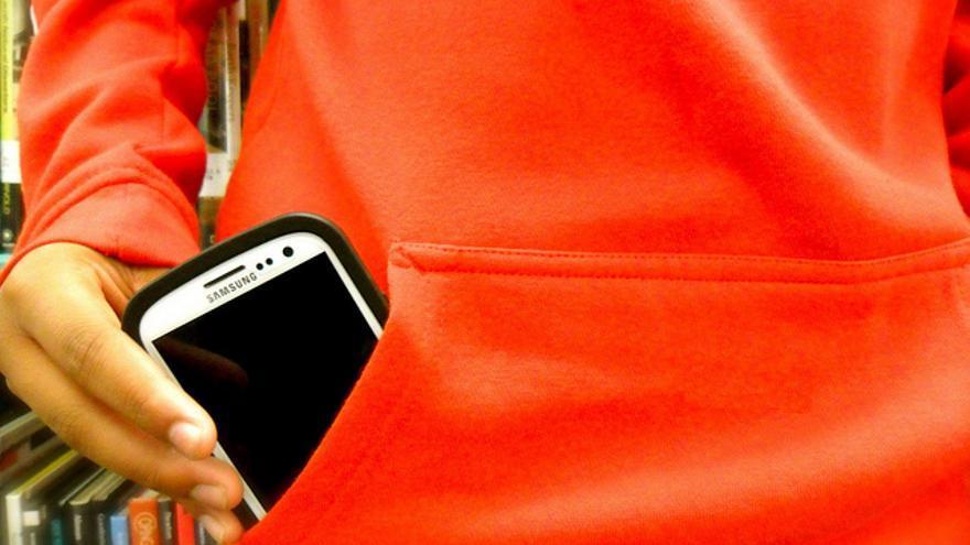 Los alumnos llevan y utilizan los teléfonos móviles en las aulas