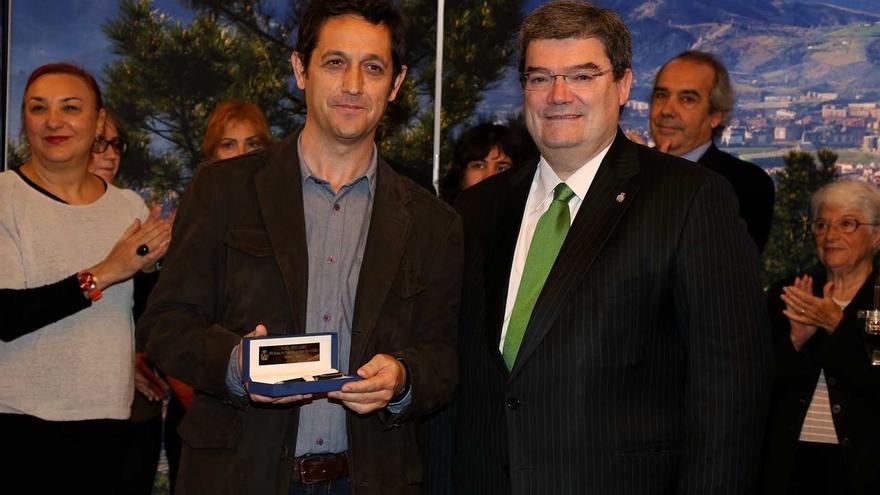 Bilbao edita dos volúmenes con los poemarios premiados en la VIII edición del concurso de Poesía Blas de Otero