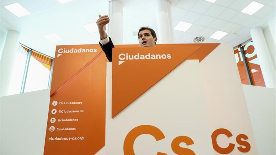 """Rivera exige al PSOE que no sea """"equidistante"""" y """"se moje"""" en Cataluña"""
