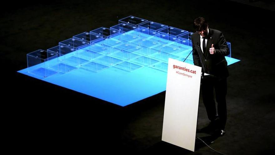 """Puigdemont llama a no """"desertar"""" y garantiza el """"voto decisivo"""" para el 1-O"""