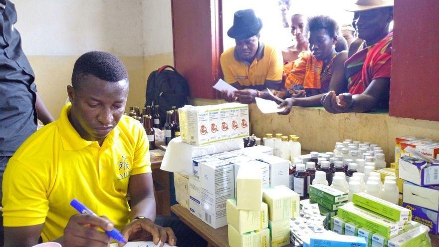 Farmacia social de AIDA para pacientes con escasos recursos económicos en Bisáu.