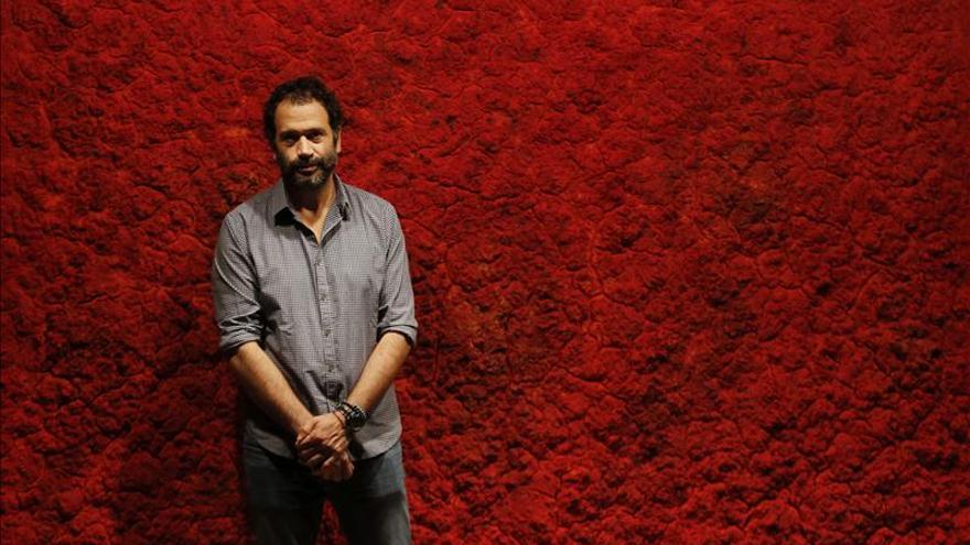 El mexicano Bosco Sodi llama a meditar en el IVAM con 6 grandes cuadros rojos