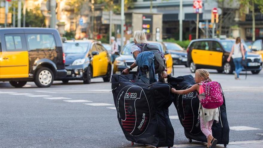 Los taxistas de Barcelona posponen por ahora la posible desconvocatoria de la huelga