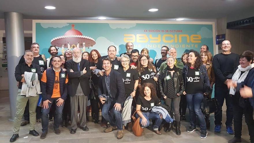 El grupo de 'Amanecistas' posa con José Luis Cuerda en Abycine 2018