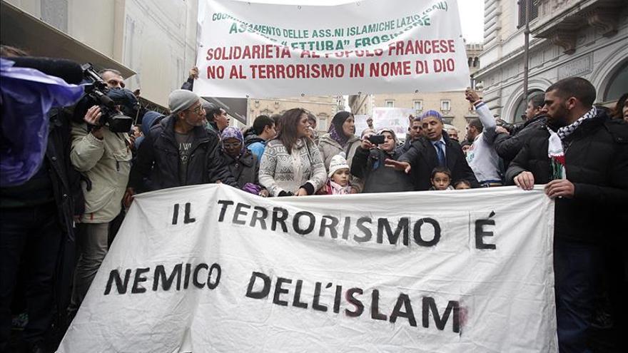 Musulmanes se manifiestan en Italia y condenan el terrorismo