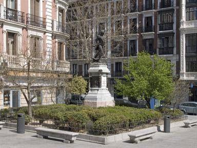 Estatua del Teniente Jacinto Ruiz y Mendoza en la Plaza del Rey