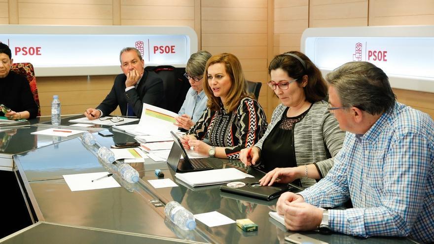 """El PSOE rechaza el """"chantaje"""" y la """"amenaza"""" de Montoro de """"paralizar"""" la oferta de empleo público"""