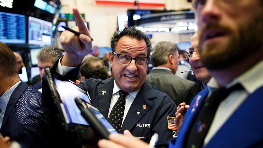 Wall Street le regala a Trump un nuevo récord en el Dow Jones