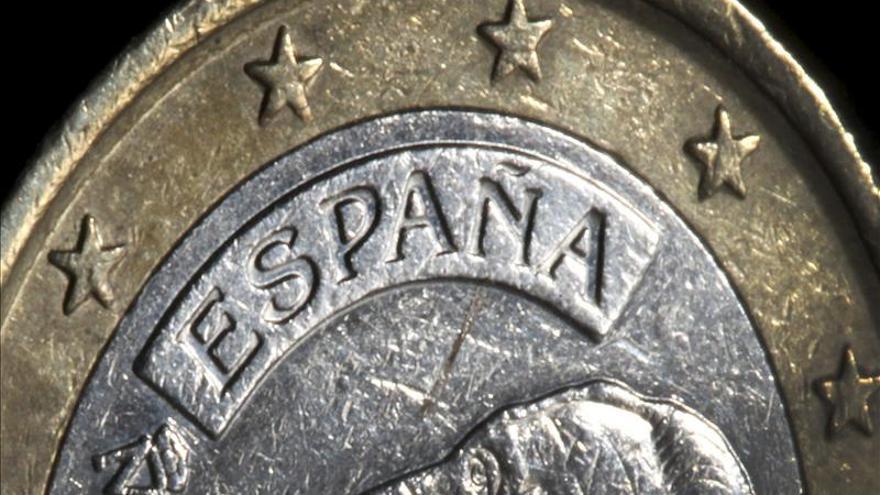 El euro baja a 1,3762 dólares en Fráncfort