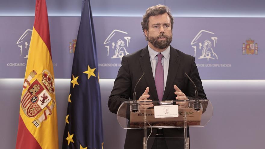El portavoz de Vox en el Congreso, Iván Espinosa de los Monteros, interviene en una rueda de prensa en el Congreso.