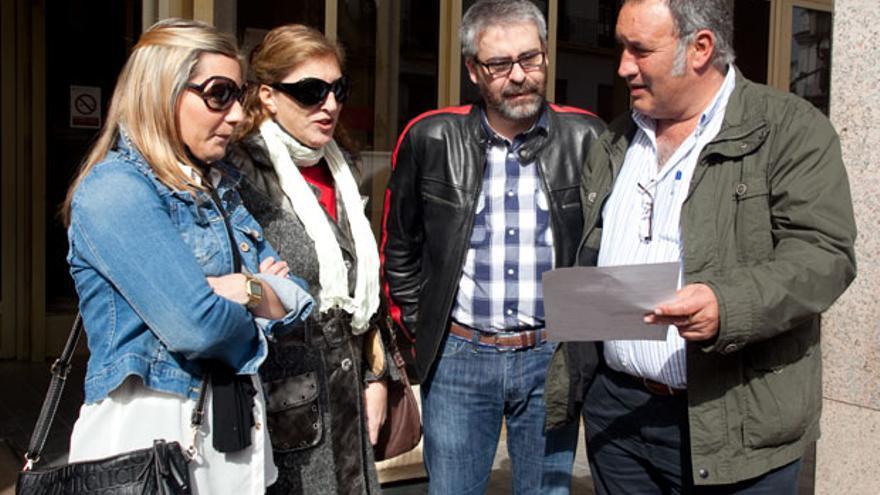 Francisco Moro, secretario de CTA, en la puerta del Ayuntamiento | MADERO CUBERO