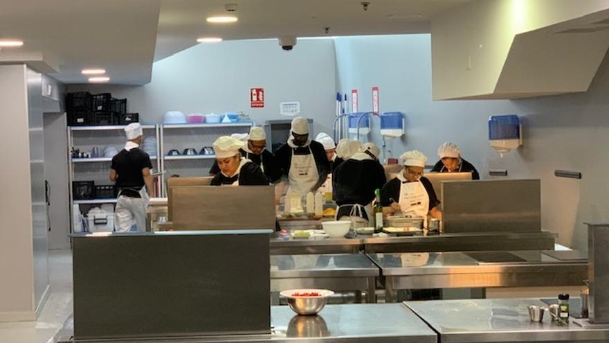 Cocina del proyecto de CEAR 'Acoge un plato'.