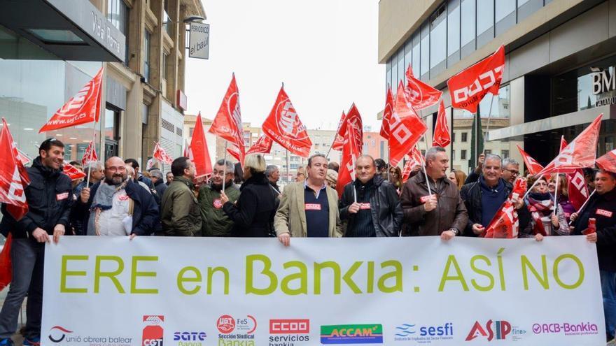 Trabajadores de Bankia y BMN se manifiestan por el ERE/ Carlos Trenor