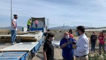 El alcalde de Lorca supervisa la entrega de las casas prefabricadas para Tinduf