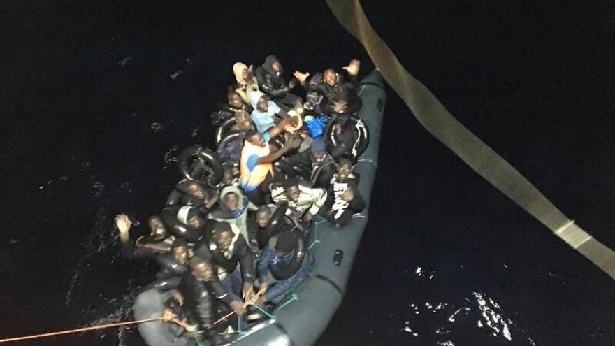 Rescatados al menos 285 inmigrantes en costas andaluzas procedentes de 13 pateras desde el viernes por la noche