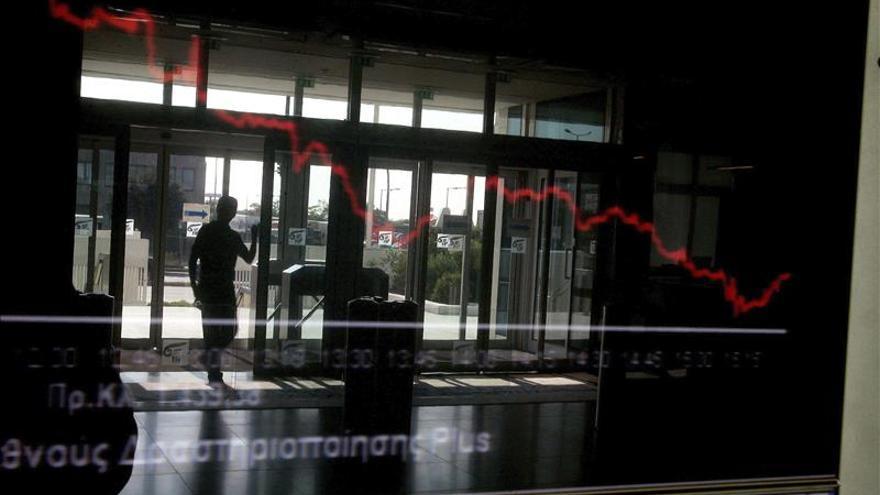 El adelanto electoral griego lastra los mercados y hunde la bolsa de Atenas un 8 por ciento