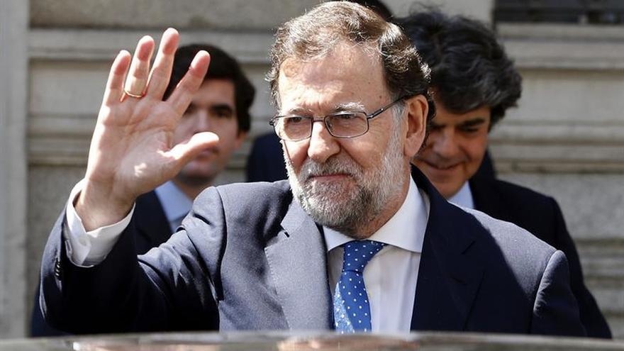 """Rajoy se interesa por los tuits contra Barrio que el PP ve una """"vergüenza"""""""