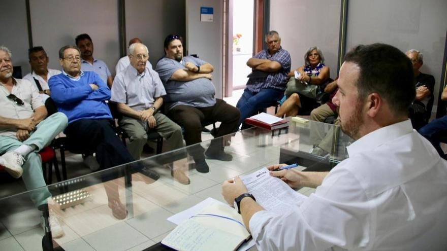 Reunión convocada por el concejal delegado de Fiestas, Andrés Martín Casanova, en Santa Cruz de Tenerife
