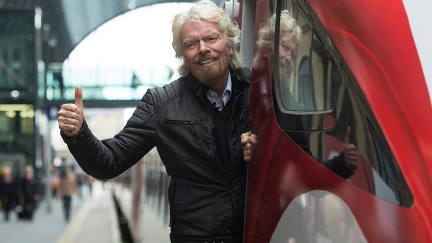 El empresario Richard Branson coordina desde Puerto Rico ayuda para el Caribe