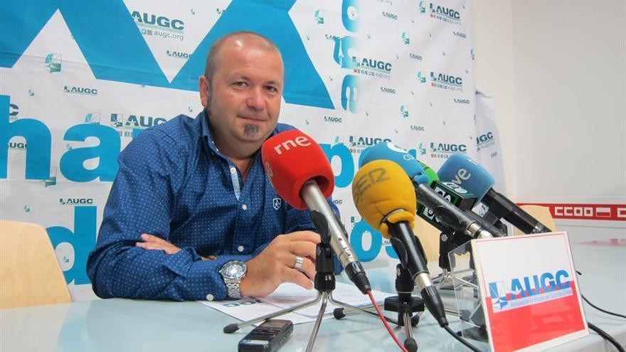 Alberto Alegría, Secretario General de la delegación de Cantabria de AUGC antes de comenzar la rueda de prensa.