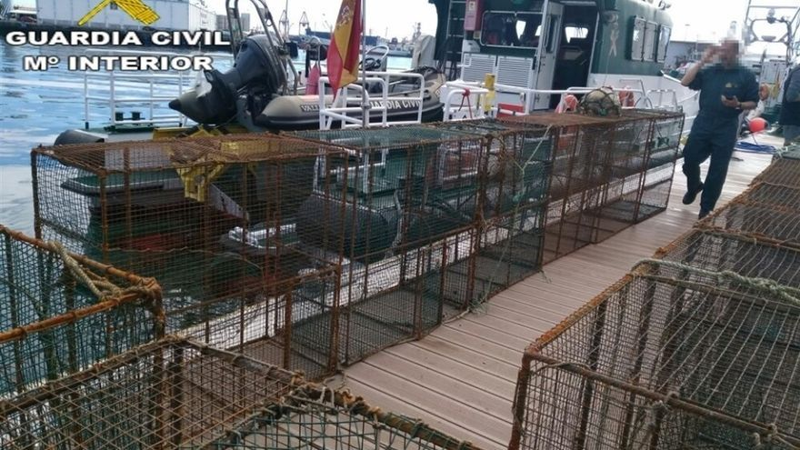 Nasas intervenidas por la Guardia Civil.