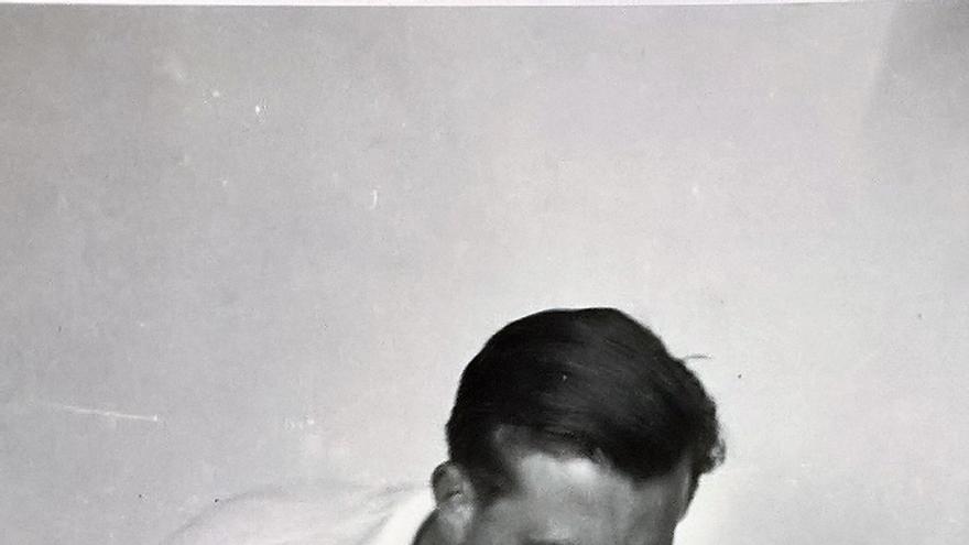 Un médico atiende durante la Guerra Civil un cuerpo que podría ser el de Gerda Taro