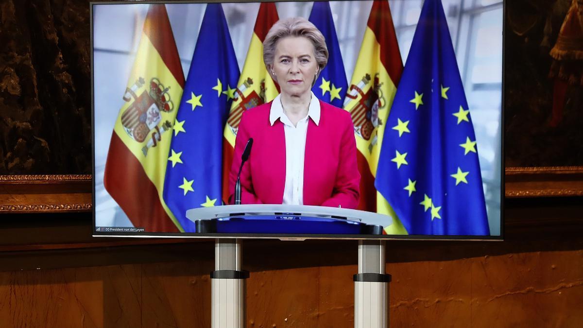 La presidenta de la Comisión Europea, Ursula von der Leyen se conecta a la Conferencia de presidentes autonómicos celebrada este lunes en Madrid.