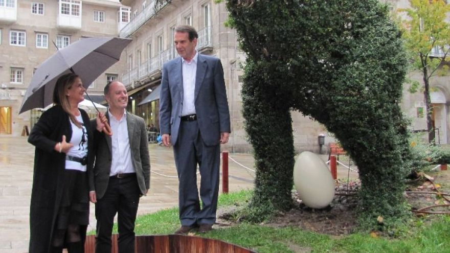"""El alcalde de Vigo, Abel Caballero, inaugurando el Dinoseto con su """"Dinosetito"""""""