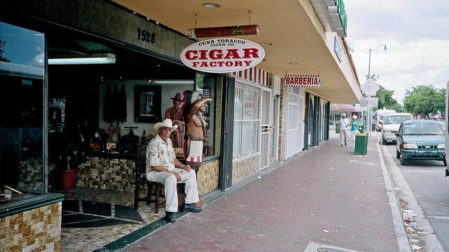 Entrada de la factoría Cuba Tobaco Cigar Co, en la Pequeña Habana. Phillip Pessar
