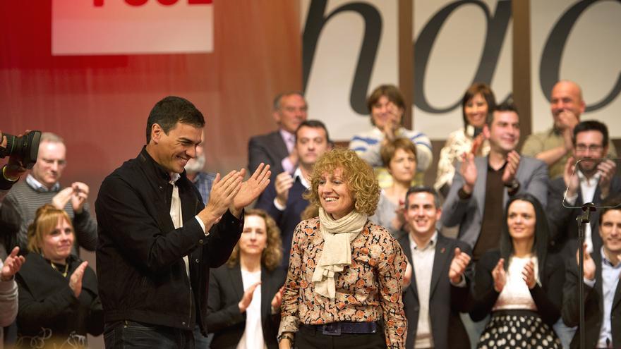 Pedro Sánchez y Eva Díaz Tezanos durante un mitin de campaña.   PSOE