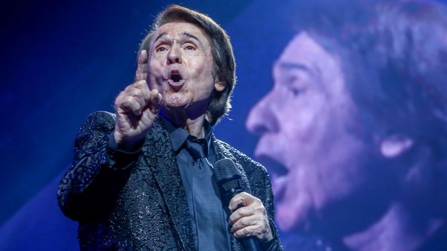 5.000 personas asisten a un concierto de Raphael en un recinto cerrado en Madrid