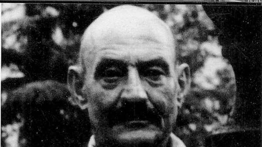 José Hierro nació en Madrid en 1922 y pasó su infancia en Santander, ciudad a la que estuvo vinculado durante toda su vida. En Santander publicó su primer libro, 'Tierra sin nosotros', a través de la revista Proel.