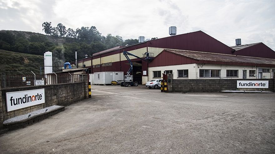 Exterior de la fábrica de Fundinorte en San Felices de Buelna.   SODERCAN