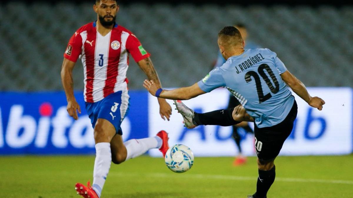 Uruguay y Paraguay no se sacaron ventaja en un partido disputado en el mítico estadio Centenario de Montevideo.