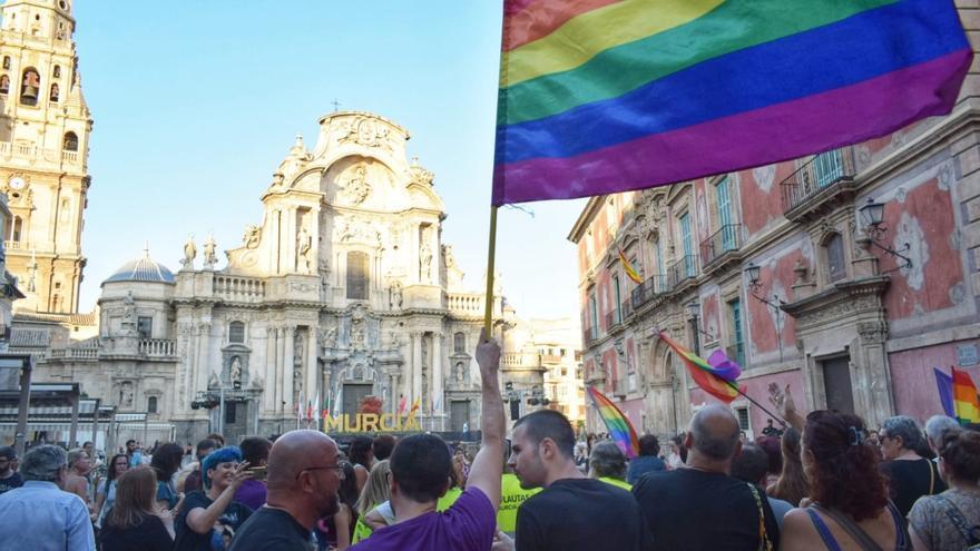 Manifestación contra el pacto de Vox con PP y Cs para investir presidente a Fernando López Miras / CARLOS TRENOR