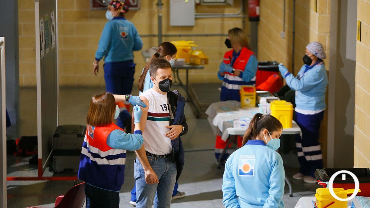 Vacunación de profesores con la primera dosis en febrero en el pabellón Vista Alegre