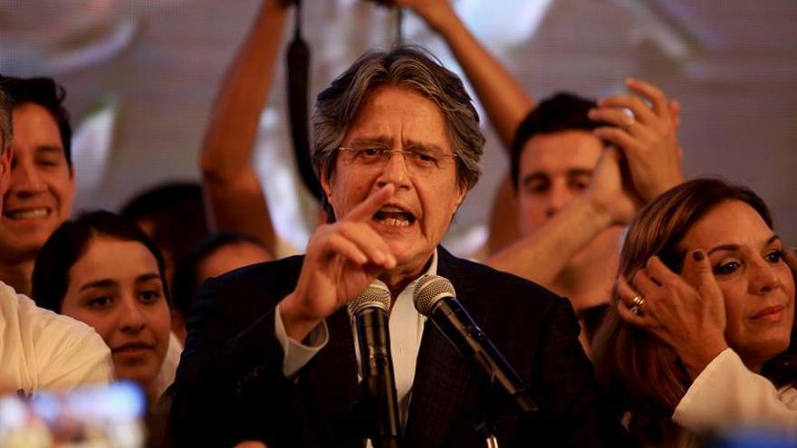 """Candidato opositor no reconoce los resultados """"ilegítimos"""" en Ecuador"""