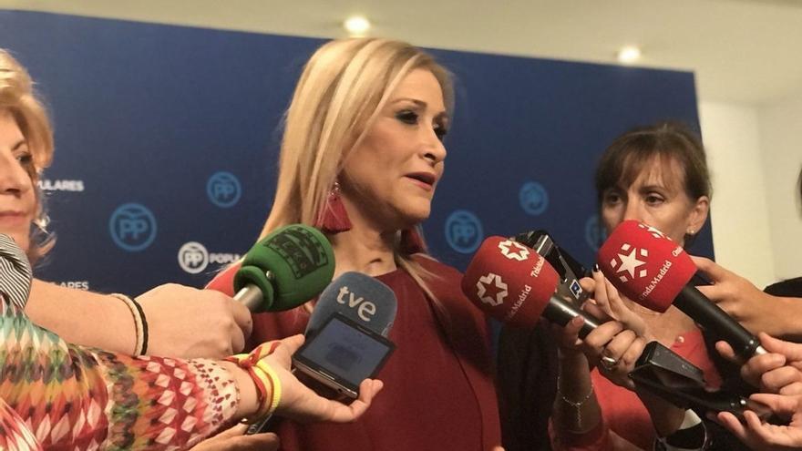Cristina Cifuentes, presidenta de la Comunidad de Madrid, de quien depende la gestión de las ayudas sociales del IRPF. / EFE