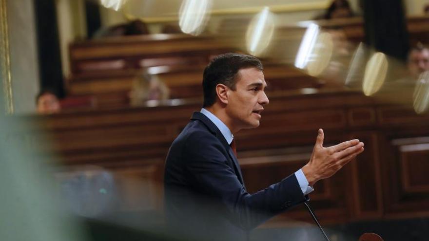 """Sánchez arremete contra Casado y Rivera por su """"falta de respeto"""" al Congreso"""