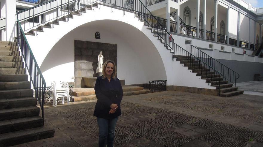Susana Machín, consejera de Educación, Sanidad y Artesanía del Cabildo de La Palma, en el Hospital de Dolores.
