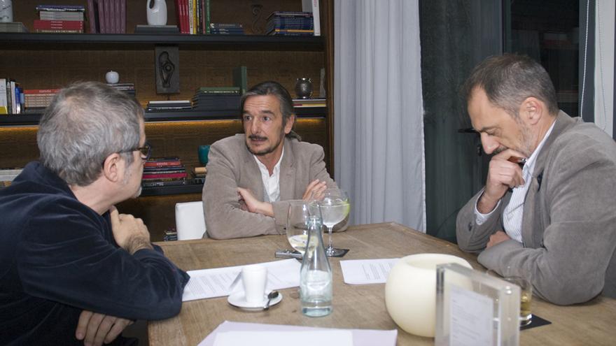 Miguel Roig, Ignacio Echevarría y Antonio Orejudo durante la entrevista. Fotos: Alejandro Lamas