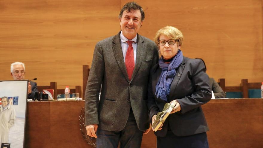 Julio Maruri distinguido con la 'Estela de Oro' en el Día de las Letras de Cantabria