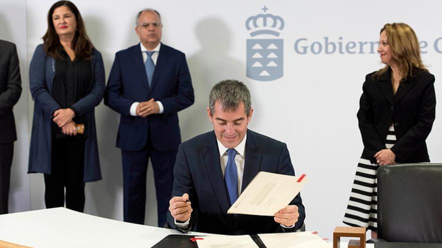Fernando Clavijo en la firma de los convenios de asignación de los recursos del Fdcan