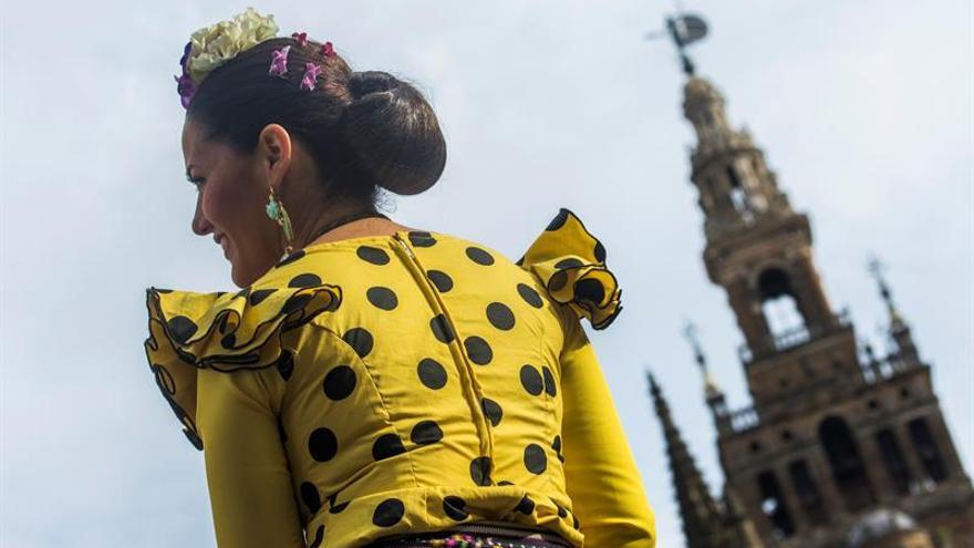 Medio centenar de diplomáticos conocen la oferta inversora de Sevilla