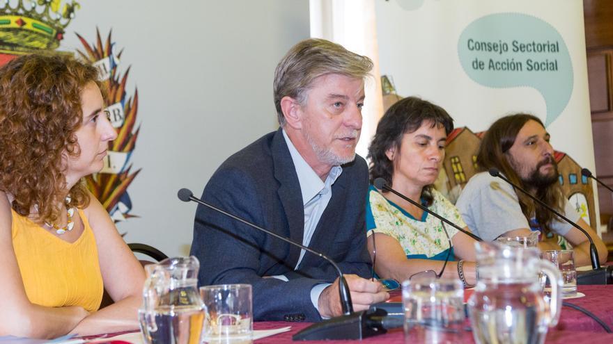 De izquierda a derecha la concejala Arantza Gracia, el acalde Pedro Santisteve, la vicealcaldesa Luisa Broto y el concejal Pablo Híjar