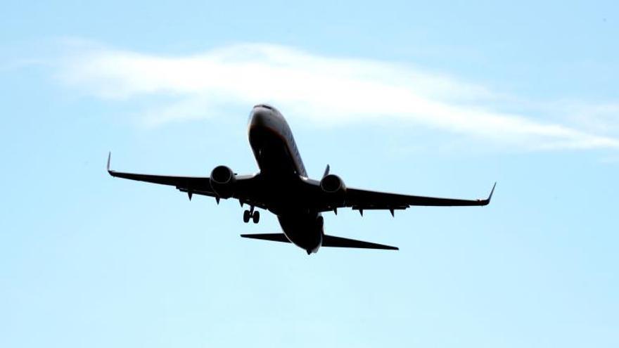 Ryanair aplica el ERE en las bases canarias para 204 pilotos y tripulantes