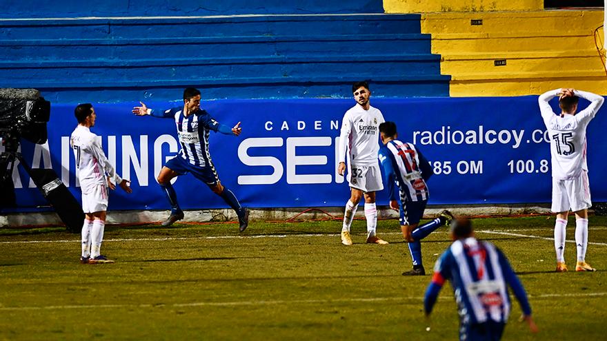 El Alcoyano marca el gol de la victoria ante el Real Madrid en Copa del Rey