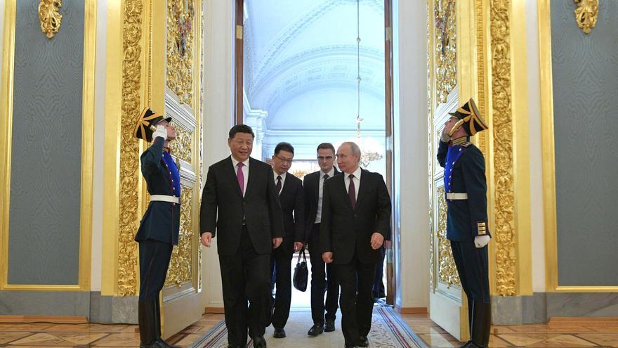 El presidente ruso Vladimir Putin y el presidente chino Xi Jinping en una reunión en el Kremlin.