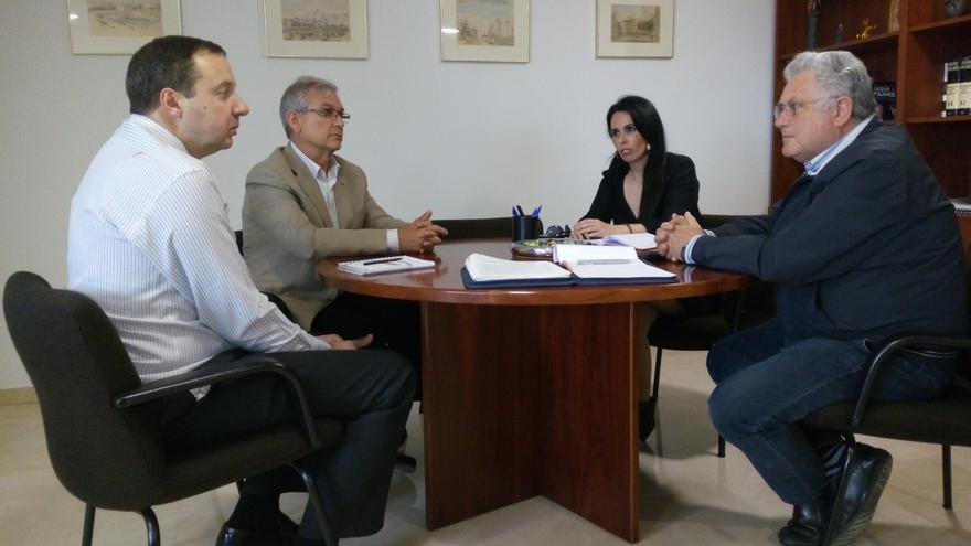 Reunión de miembros de la Plataforma por el Derecho de Acceso a los Medios Públicos y 7RM
